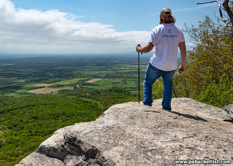 Looking out over the Cumberland Valley from Flat Rock Vista.