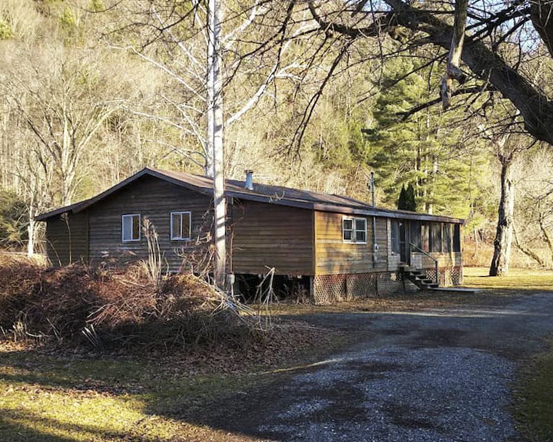 Exterior view of a vacation rental cabin near the Pine Creek Rail Trail in the PA Grand Canyon.