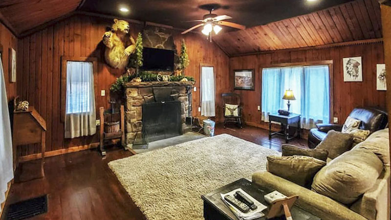 Laurel Highlands cabin living room.