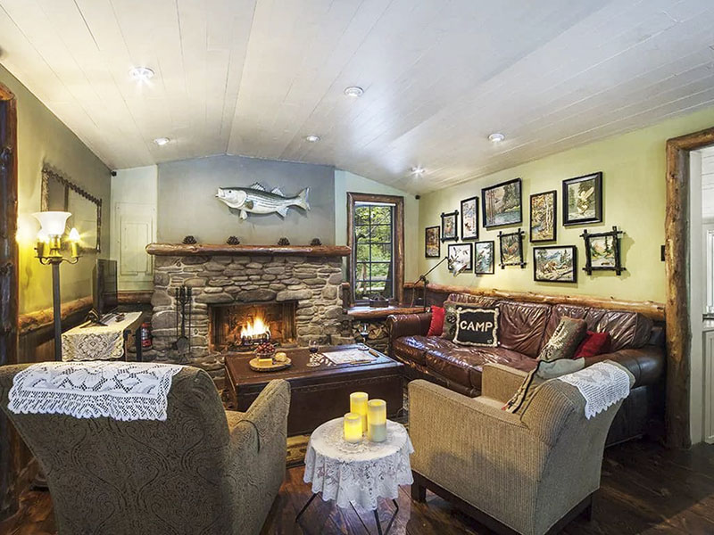 Living room of a creekside vacation rental cabin in the Poconos.