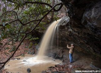 The cavity behind Hippie Shower Falls during heavy spring rains.