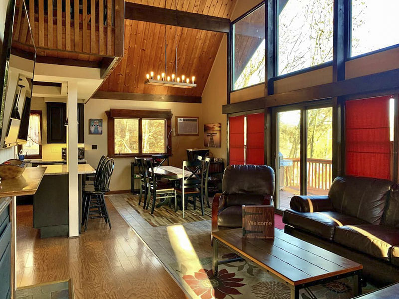 Inside a vacation rental cabin living room in the Poconos.