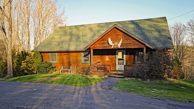 Front of Lazy Bear vacation rental cabin near the PA GRand Canyon in Wellsboro PA