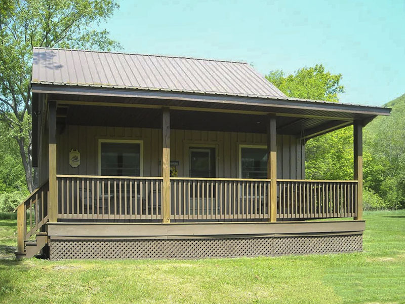Exterior of Amish crafted country cabin vacation rental in Wellsboro Pennsylvania