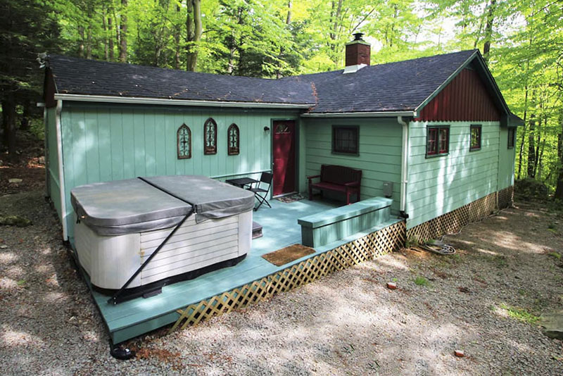 Vacatin home with outdoor hot tub in the Laurel Highlands of PA.