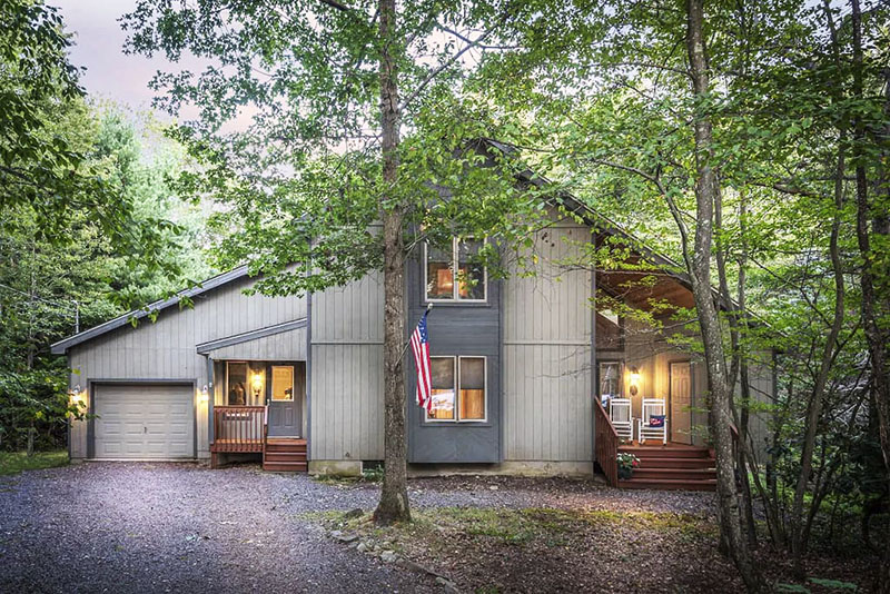 Vacation rental cabin on Lake Naomi in the Poconos.