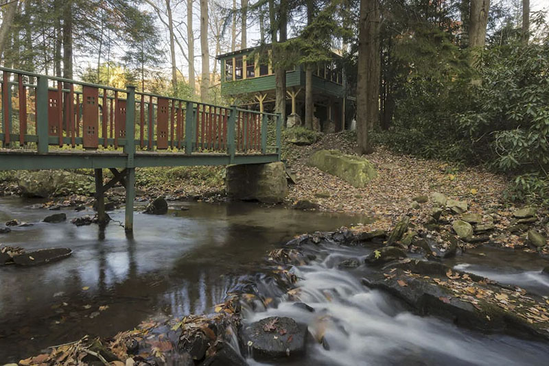 A streamside cabin rental in the Laurel Highlands.