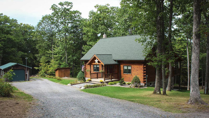 Exterior of modern cabin in the Tioga Mountains in Tioga County PA
