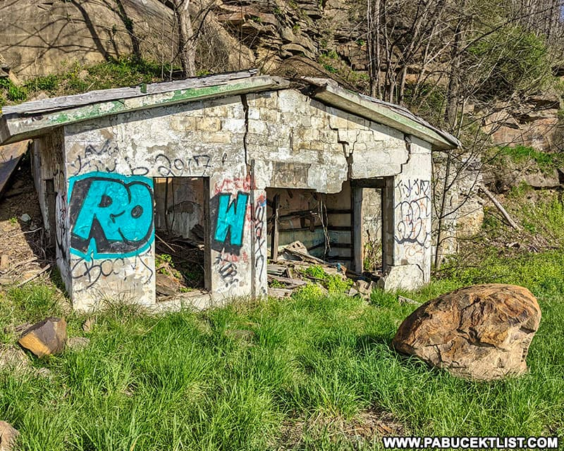 The abandoned service station across the road from the ruins of the Grand View Ship Hotel.