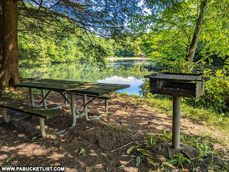 Kooser State Park lakeside picnic table and grill.